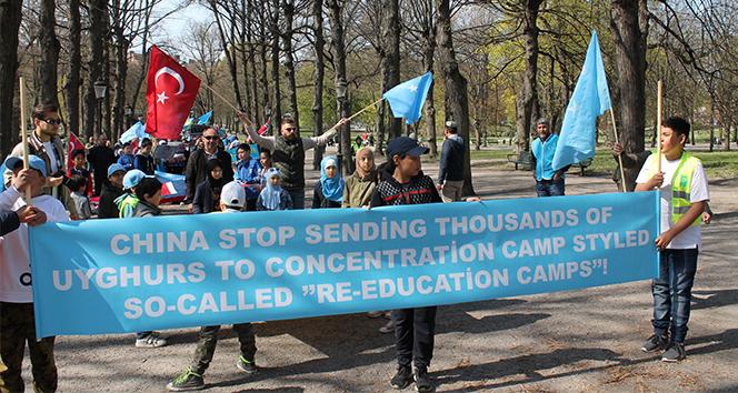 Uygur Türkleri Stockholm'de Çin'i protesto etti
