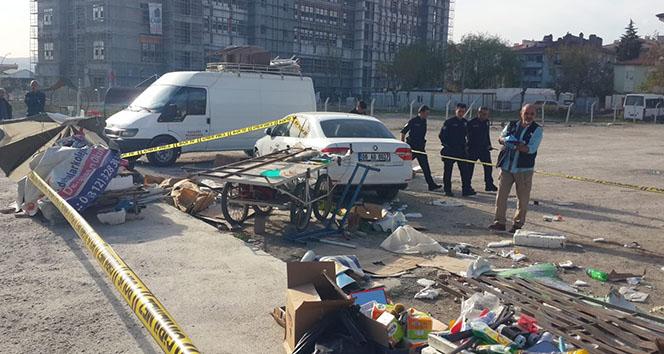Kaza yapan otomobil seyyar satıcıların arasına daldı: 1 ölü, 2 yaralı