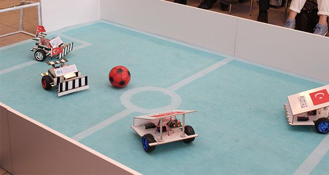 Robotların maçı nefes kesti