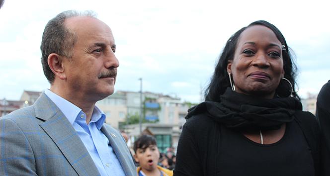ABD'li Şarkıcı, Türkiye'deki ilk iftarını İstanbul'da açtı