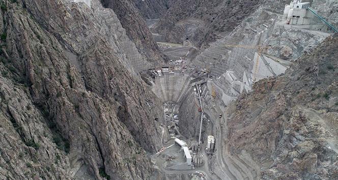 Tamamlandığında Türkiye'nin en yüksek, dünyanın ise 3. en yüksek barajı olacak
