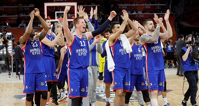 Final Four'daki Türk derbisinde kazanan Anadolu Efes