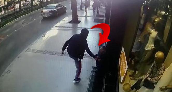 Dükkanın önünde oturuyordu: Neye uğradığını şaşırdı