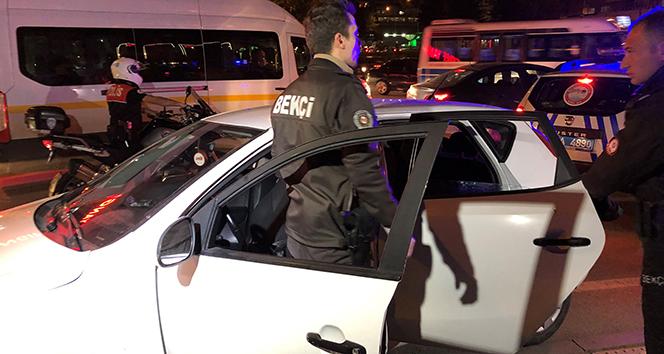 Polisin 'Dur ihtarına' uymayan şüpheliler kaza yaptı