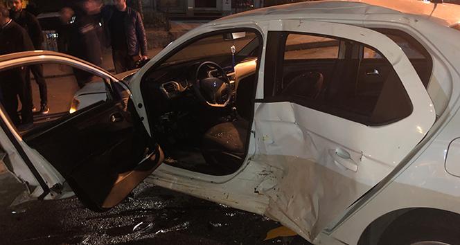 Ankara'da sıkışmalı trafik kazası: 1'i ağır 2 yaralı