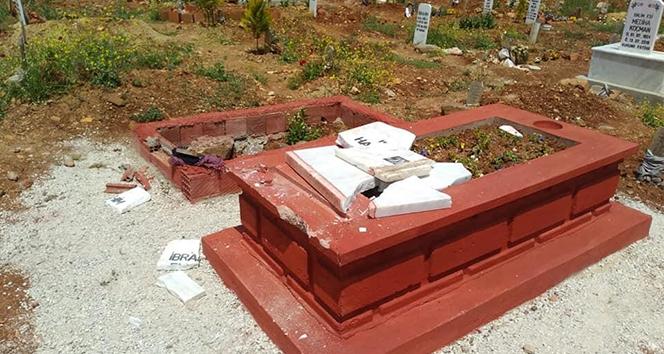 Böyle vicdansızlık görülmedi: Mezarı balyozla yıktılar