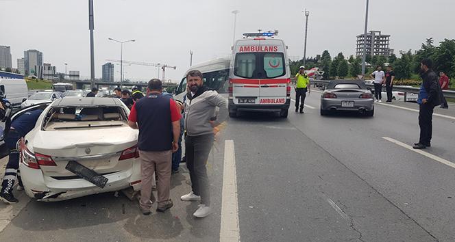 Basın ekspres yolunda 7 araç bir birine girdi: 1 yaralı