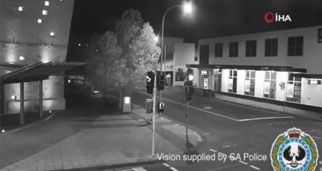 Avustralya polisinden esprili uzaylı uyarısı