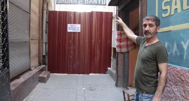 Tarihi han yıkılma tehlikesi ile karşı karşıya kaldı, sokak kapatıldı