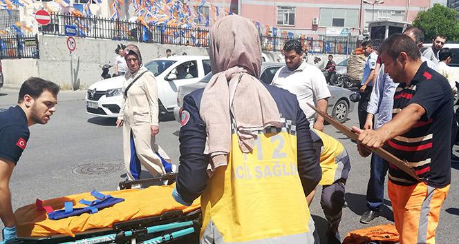 Esenyurt'ta kazada yaralanan vatandaşa, temizlik işçisi böyle yardım etti