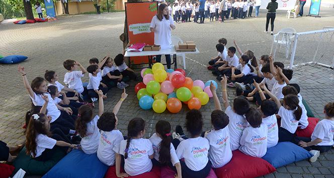 Binlerce çocuk, Okul Dışarıda Günü ile sınıflarını açık havaya taşıdı