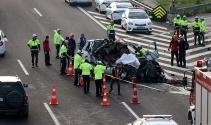 Tıra çarpan lüks araç hurdaya döndü: 1 ölü, 1 yaralı