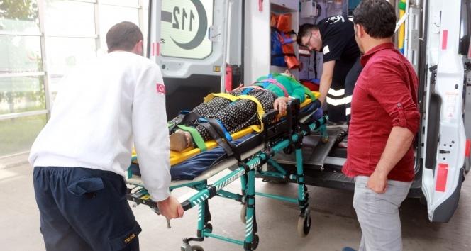 İki otomobil kafa kafaya çarpıştı: 8 yaralı!