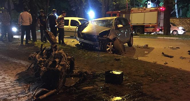 Bursa'da feci kaza: Ön camdan fırlayan sürücü ağır yaralı