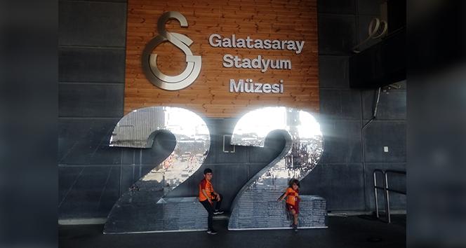 22. zafer müze önünde
