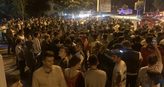 Bursaspor taraftarı kulüp tesisleri önünde toplanmaya başladı