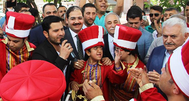Binali Yıldırım'dan 'Urfalıyam ezelden' türküsü
