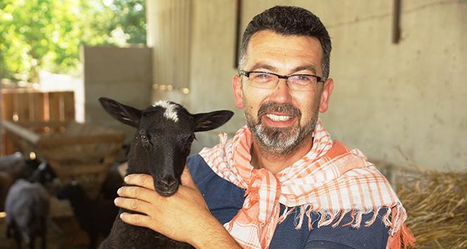 Yetiştirdiği koyunları internet üzerinden satıyor