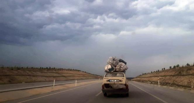 Uşak-Kütahya karayolunda tehlike saçan araç