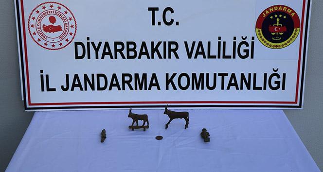 Diyarbakır'da, Roma dönemine ait 4 heykel ele geçirildi