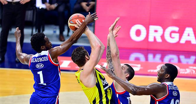 Anadolu Efes, deplasmanda aldığı galibiyetle seride öne geçti