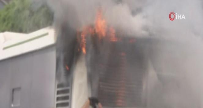 Sefaköy'de otobüs yangını