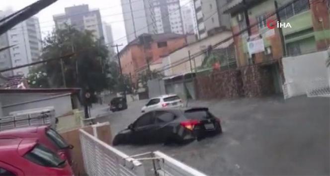 Brezilya'da sel felaketi, 3'i çocuk 7 kişi öldü