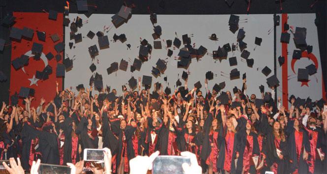Yakın Doğu Üniversitesi Sağlık Bilimleri Fakültesi mezunlarını verdi
