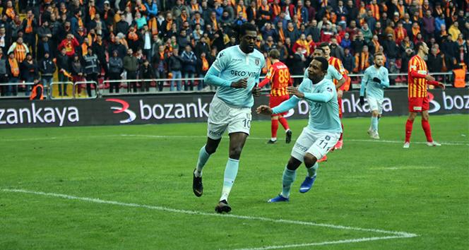 Medipol Başakşehir'den oyuncularına teşekkür