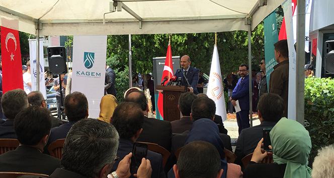 Bakan Soylu: 'Düzensiz ve kaçak göçmenlere 12 saat kiralanan daireler var'