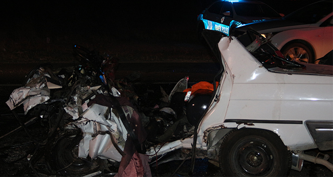 İzmir'de feci kazada aynı aileden 3 kişi öldü, 1 kişi yaralandı