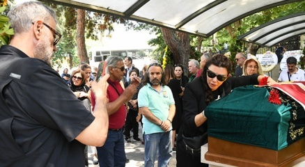 Enis Foforoğlu'nun cenazesinde Hamdi Alkan ile eşinin tartışılan fotoğrafı