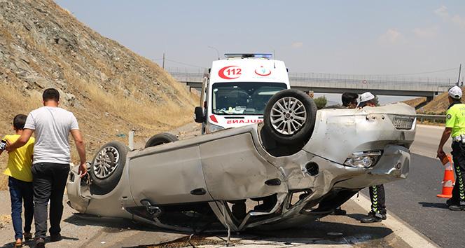 Tekeri patlayan otomobil takla attı: 8 yaralı