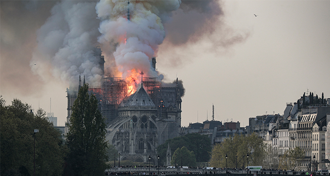 Notre Dame yangınında suç unsuruna rastlanmadı