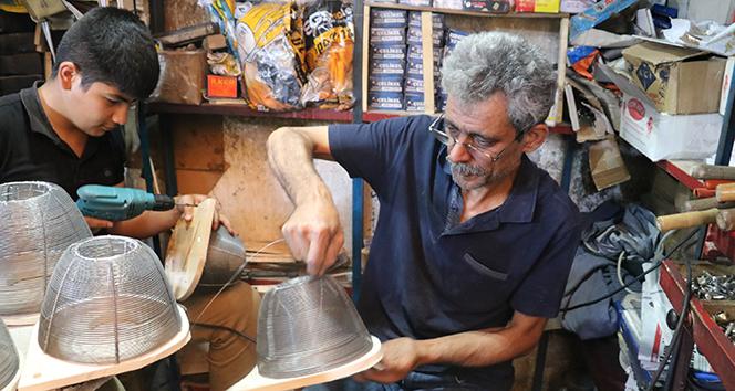 Şanlıurfa'da sıcak havayla birlikte yılan kapanı satışları arttı
