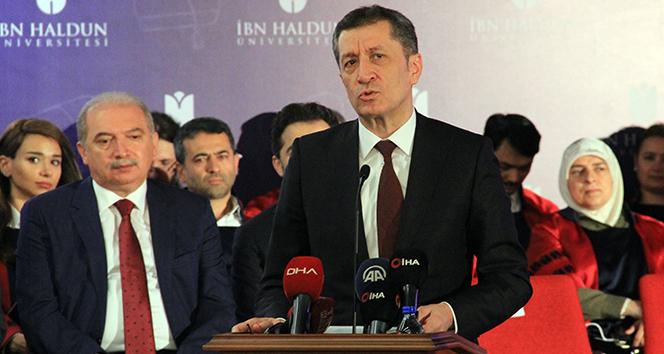 Milli Eğitim Bakanı Selçuk: 'Ben sizi soru çözmeye değil, sorun çözmeye davet ediyorum'