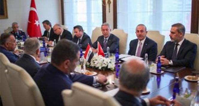 Bakan Akar, Iraklı heyet ile yapılan toplantıya katıldı