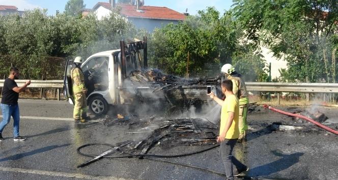 TEM Otoyolu'nda kamyonet alev alev yandı!