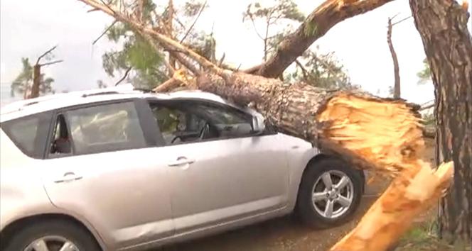 Yunanistan'da fırtınanın sebep olduğu tahribat görüntülendi