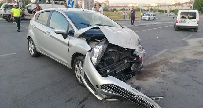 İşçi servisi kaza yaptı: 10 yaralı !