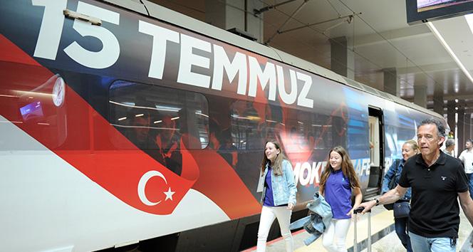 15 Temmuz görseliyle süslenen Yüksek Hızlı Tren Ankara'dan İstanbul'a hareket etti