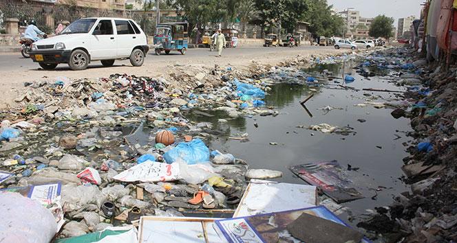 Pakistan çöp dağlarıyla boğuşuyor