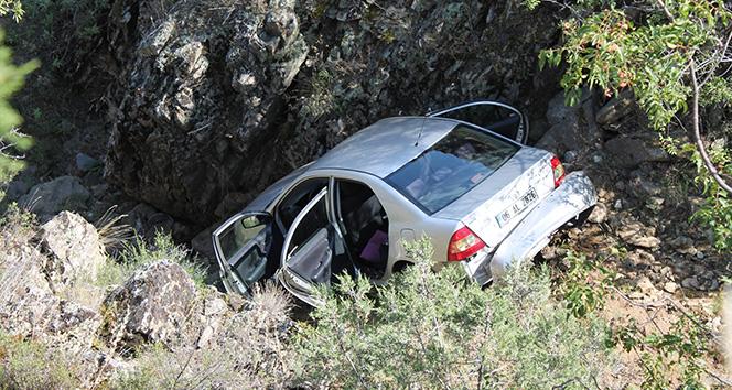25 metrelik uçuruma yuvarlanan araçtaki 4 kişi yaralı kurtarıldı