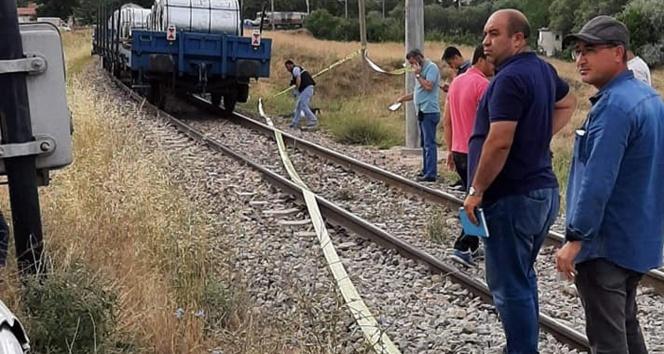 Trenin çarptığı kişi öldü