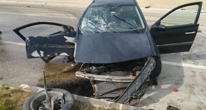 Sürücüsünün uyuduğu otomobil başka bir araçla çarpıştı: 8 yaralı