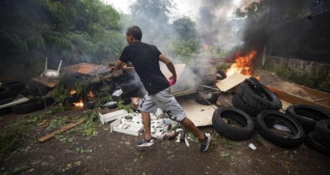 Roma'da göçmenlerin bulunduğu bina tahliye edildi