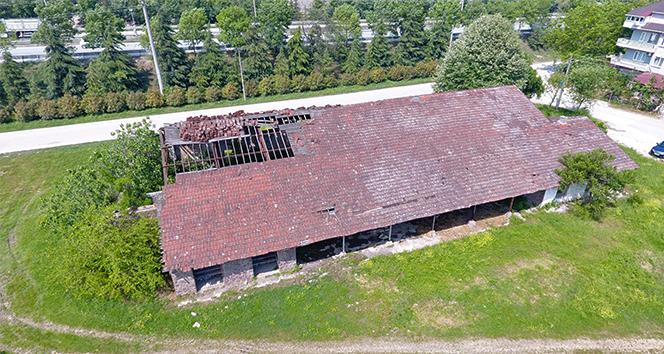 Tarihi binayı iş makinesi ile yıktılar, talimatı verenler aranıyor