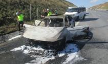 Lüks araçla birlikte 60 bin lira da kül oldu