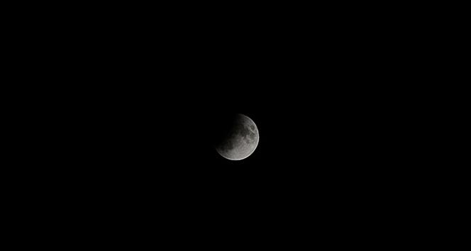 'Parçalı Ay Tutulması' kartpostallık manzara oluşturdu