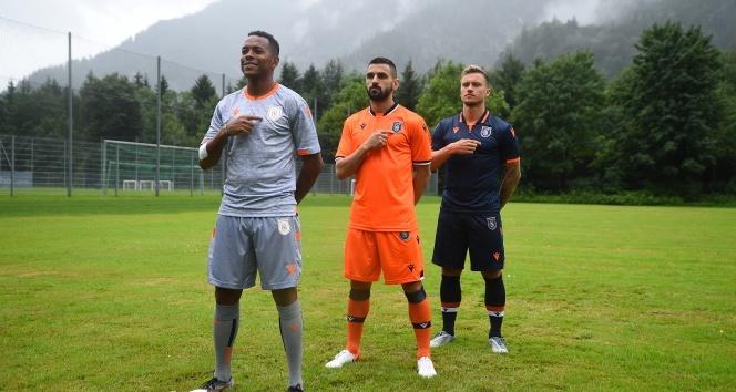 Başakşehir'in yeni sezon formaları tanıtıldı